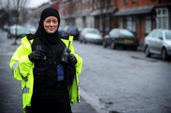 Шотландия разрешила носить хиджаб женщинам-полицейским