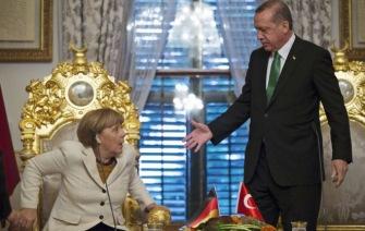 Эрдогану удалось укротить Меркель: туркам отменят визы
