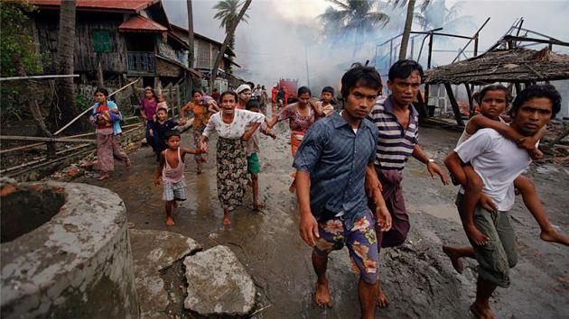 Буддистская армия изгоняет рохинья из домов